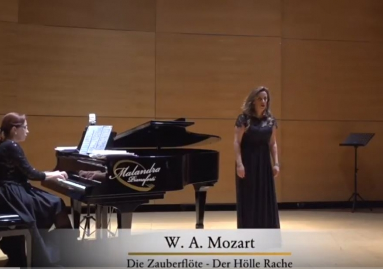 Video: Soprano Elita Cistola, Der Hölle Rache, Königin der Nacht, Die Zauberflöte, W.A. Mozart